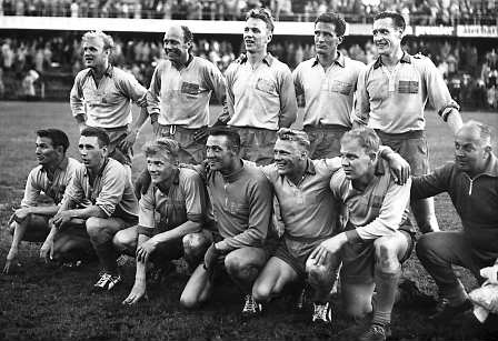 """""""Swedish squad at the 1958 FIFA World Cup"""" av Pressens Bild - dn.se. Licensierad under Public Domain via Wikimedia Commons."""